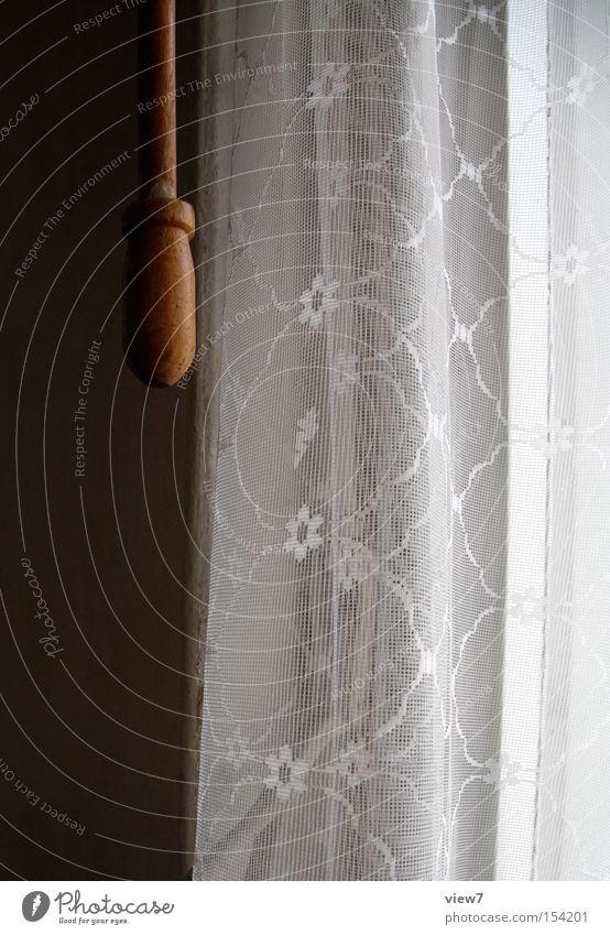 Gardine Vorhang Holz Stab Einsamkeit gehen vergessen Material Stoff Muster Strukturen & Formen Spitze Licht Griff alt Detailaufnahme obskur morbide
