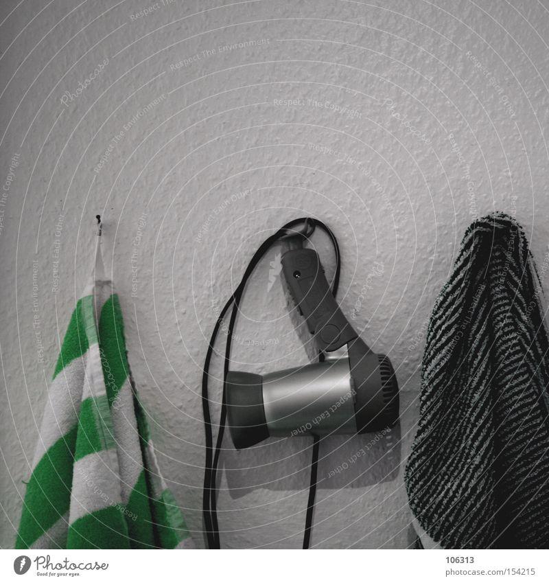 PSEUDOcase Haare & Frisuren Schwimmen & Baden Haartrockner Fön Handtuch Handtuchhaken Badewanne Ordnung trocknen Kosmetik schneiden liegen Friseur Körperpflege
