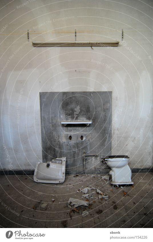 Hitfeld Paradiso Einsamkeit Wand Beton leer Bad kaputt Toilette Toilette Vergangenheit Ruine Zerstörung Demontage Waschbecken desolat stilllegen
