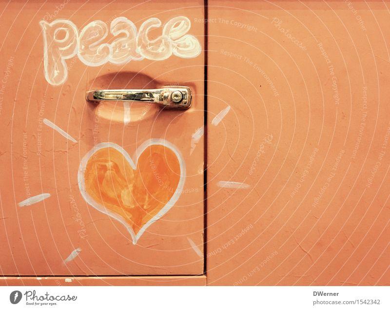 peace & love Lifestyle Stil Design Camping Sommer Sonne Kunst Künstler Kunstwerk Gemälde Kitsch Krimskrams Souvenir Metall Zeichen Schriftzeichen Graffiti Herz