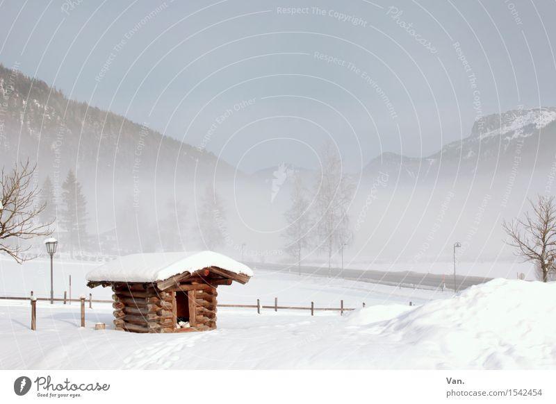 Hüttenzauber Landschaft Himmel Winter Nebel Schnee Baum Felsen Berge u. Gebirge kalt weiß Zaun Holzhütte Farbfoto mehrfarbig Außenaufnahme Menschenleer