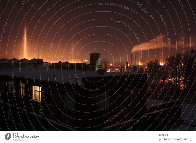 Fabrik Abend Nacht Langzeitbelichtung Licht kalt Fenster Rauch Dach Schornstein Himmel Schnee Leipzig Winter Haus dunkel Nebel Frost Industrie Nachthimmel Dunst