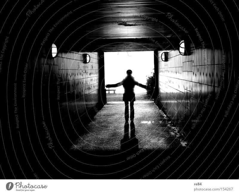 In Richtung Sonne Schatten Licht Tunnel Kreuz heilig Flur Mensch Plus Gefühle