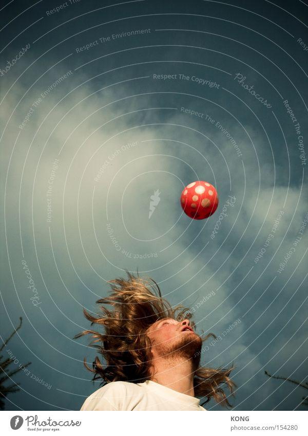 gravitationskonstante Mann Freude Spielen Haare & Frisuren springen Kraft fliegen hoch Fußball Ball Spielzeug Dynamik Schwerelosigkeit