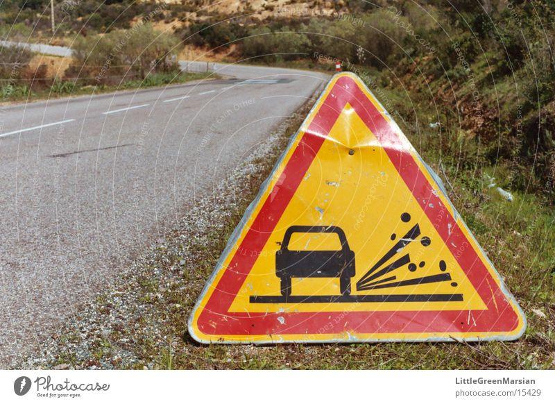 rollsplitt Verkehrsschild Dreieck rot gelb Landstraße alt Vorsicht