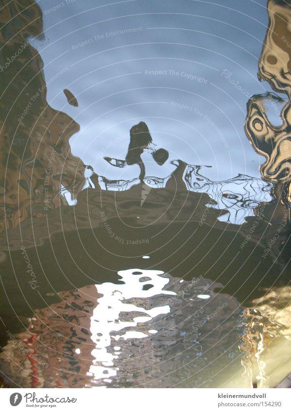 Der Sprung Venedig Kanal Brücke springen Wasser Wasseroberfläche Wellen Reflexion & Spiegelung
