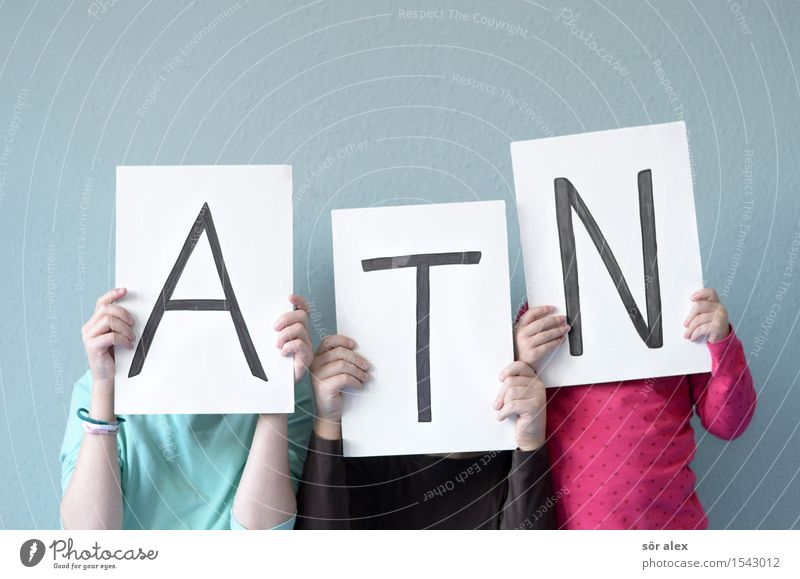 Das A.T.N-Team Mensch Kind blau weiß Mädchen Leben feminin Junge Familie & Verwandtschaft Schule maskulin Kindheit Schriftzeichen lernen Zeichen lesen