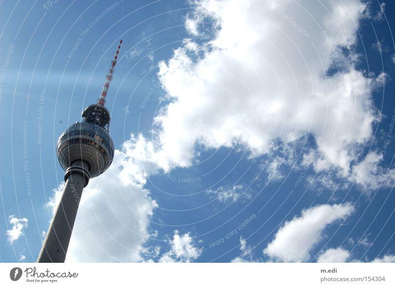 Wolkenstechen Himmel weiß Sonne blau Sommer Berlin Turm Berliner Fernsehturm Funkturm