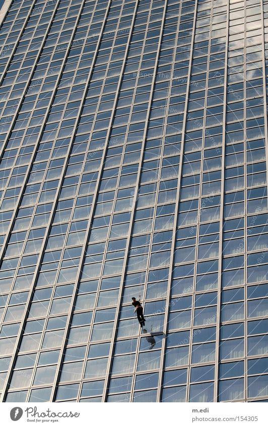 Himmelsläufer Mensch Himmel Sommer Haus Wolken Berlin Fenster Spiegel Hotel