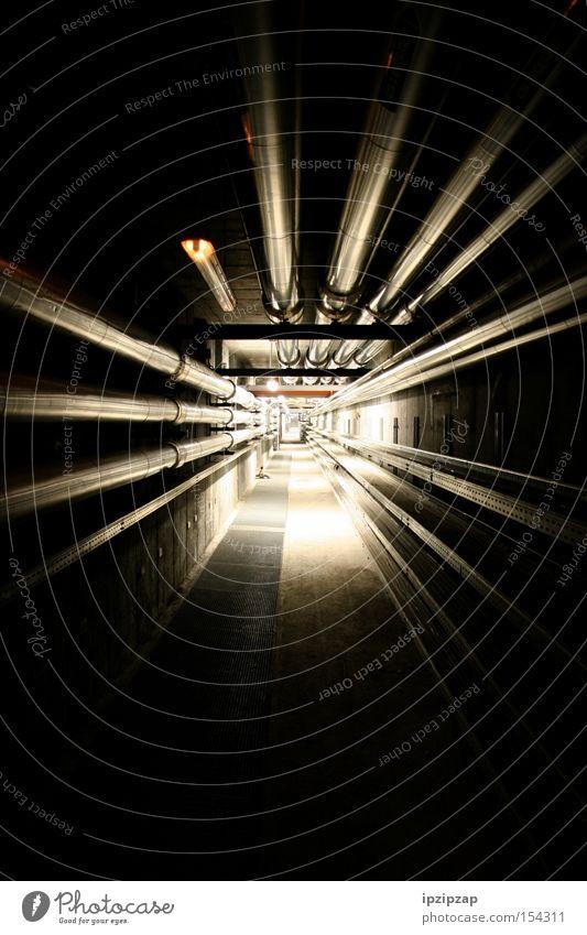 Licht am Ende des Tunnels! schwarz dunkel hell Angst Industrie Unendlichkeit lang Röhren Panik unheimlich Gang