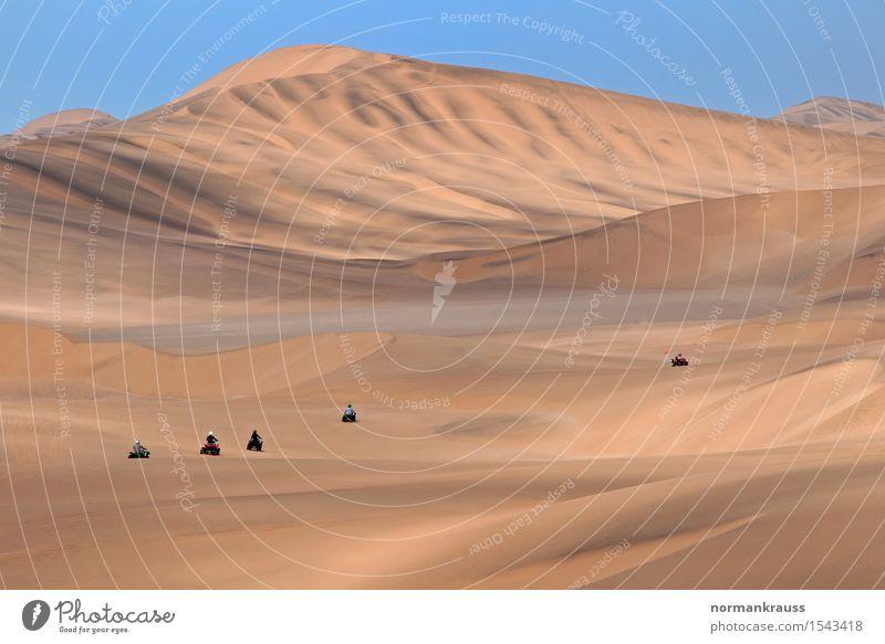 Wüste Namib in Namibia Ferien & Urlaub & Reisen Tourismus Ferne Safari Sommer Landschaft Urelemente Sand Wolkenloser Himmel Schönes Wetter Wärme Dürre Bewegung