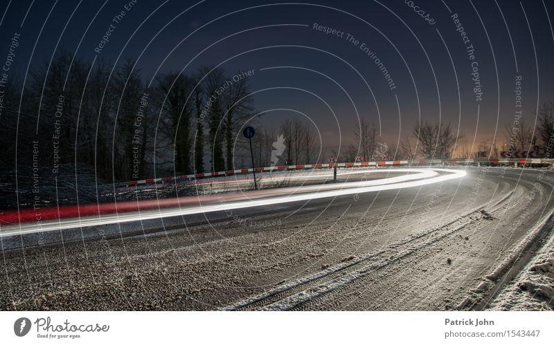 Lichtgeschwindigkeit Menschenleer Verkehrswege Straßenverkehr Autofahren Verkehrsunfall Hochstraße Fahrzeug PKW Verantwortung Wachsamkeit egoistisch
