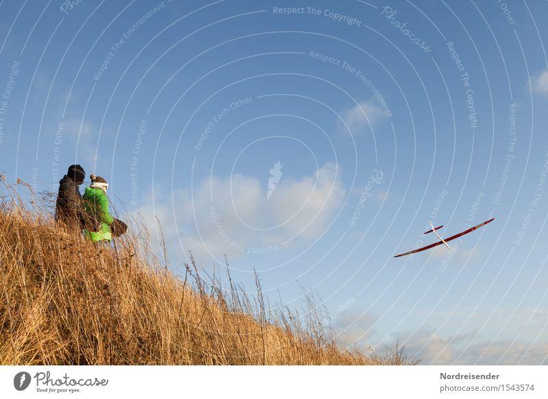 Modellflug Modellbau Technik & Technologie High-Tech Mensch 2 Himmel Wolken Schönes Wetter Wind Gras Wiese Luftverkehr Flugzeug Segelflugzeug Fluggerät fliegen