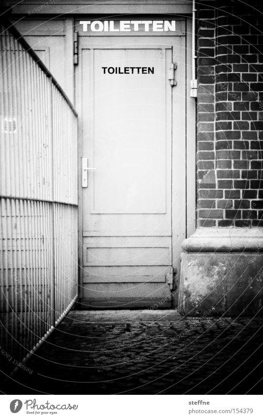 Getränkerückgabe dreckig Tür Sauberkeit Toilette schäbig Urin