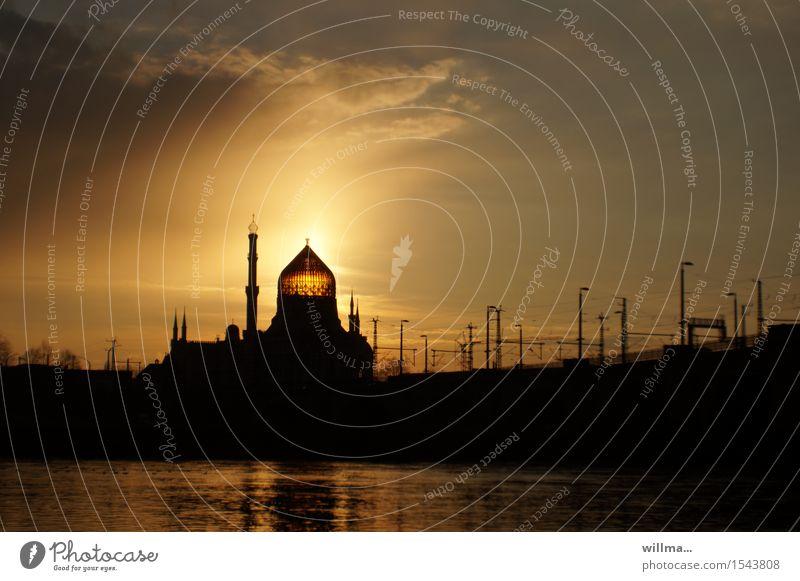 die yenidze in dresden bei sonnenuntergang Elbe Dresden Palast Turm Bauwerk Gebäude Architektur Tabakfabrik Moschee Kuppeldach Sehenswürdigkeit Wahrzeichen