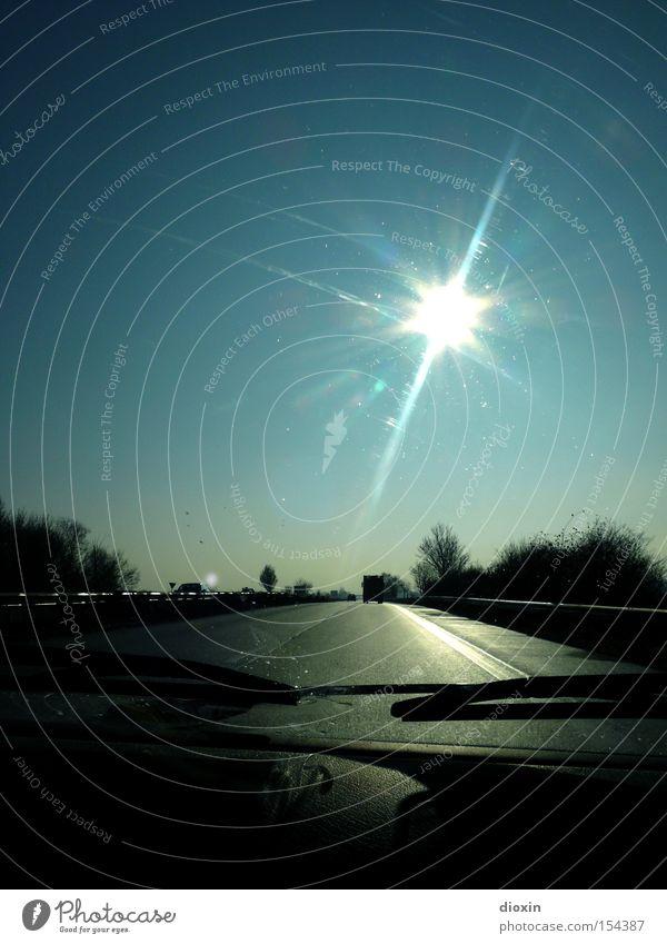 B9 Bundesstraße Verkehr Straße Autobahn KFZ Windschutzscheibe Scheibenwischer Gegenlicht Sonne Seitenstreifen Gegenverkehr Mittelstreifen Leitplanke