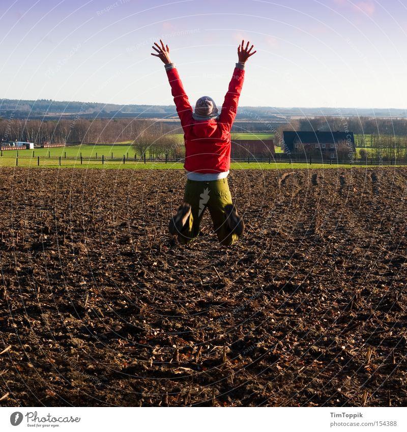Jumping The Field Freude springen Feld Bauernhof Begeisterung ländlich strecken Moor Ackerboden
