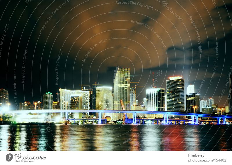 the magic city Meer Stadt Beleuchtung Küste Energie Hochhaus Florida Elektrizität USA Amerika Skyline Stars and Stripes Nachtleben Miami Lichttechnik