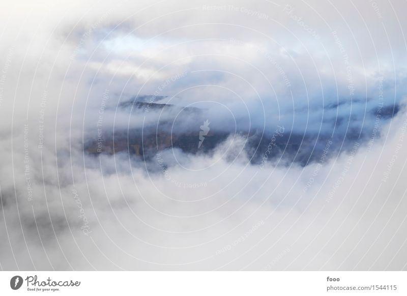 a view through the clouds Himmel Natur Ferien & Urlaub & Reisen Landschaft Wolken Ferne Berge u. Gebirge Umwelt Herbst außergewöhnlich Freiheit Felsen Tourismus
