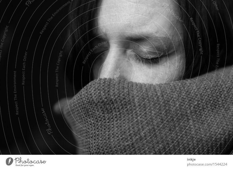 ( ~~~~~ ) Lifestyle Freizeit & Hobby Frau Erwachsene Leben Gesicht 1 Mensch 30-45 Jahre schlafen träumen dunkel Gefühle Stimmung Warmherzigkeit Vorsicht ruhig