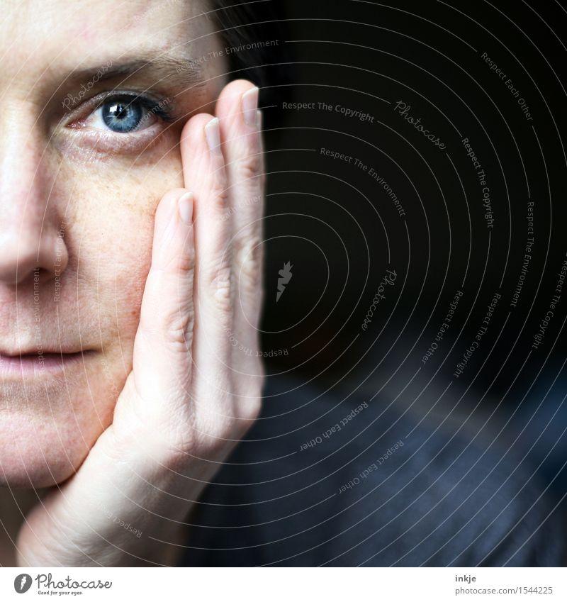 Selbstportrait | halb Stil Frau Erwachsene Leben Gesicht 1 Mensch 30-45 Jahre Blick Gefühle Zufriedenheit selbstbewußt Optimismus Gelassenheit Identität Hälfte
