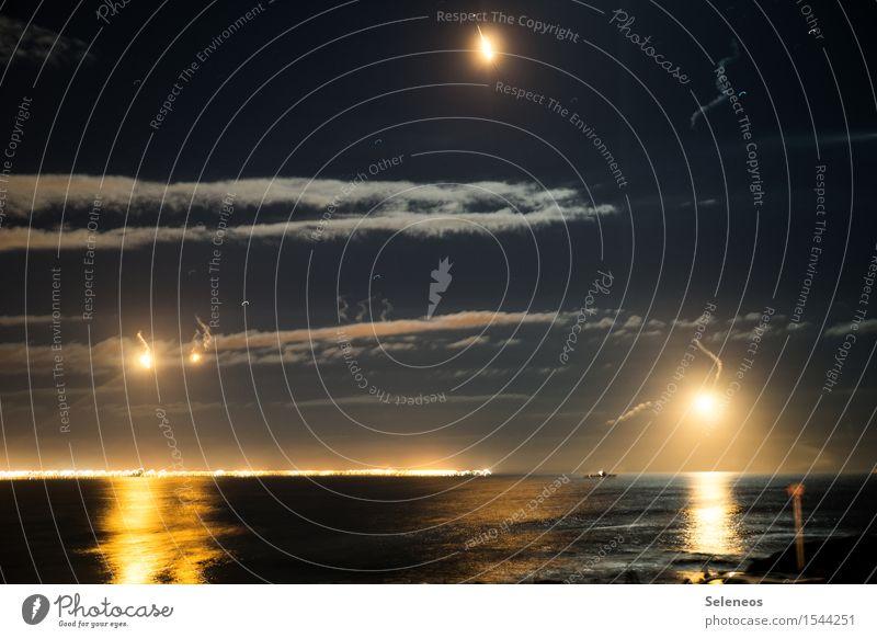 Invasion Himmel Wolken Horizont Meer Schifffahrt Hafen kämpfen hell Militär Leuchtfeuer Farbfoto Außenaufnahme Nacht Kunstlicht Licht