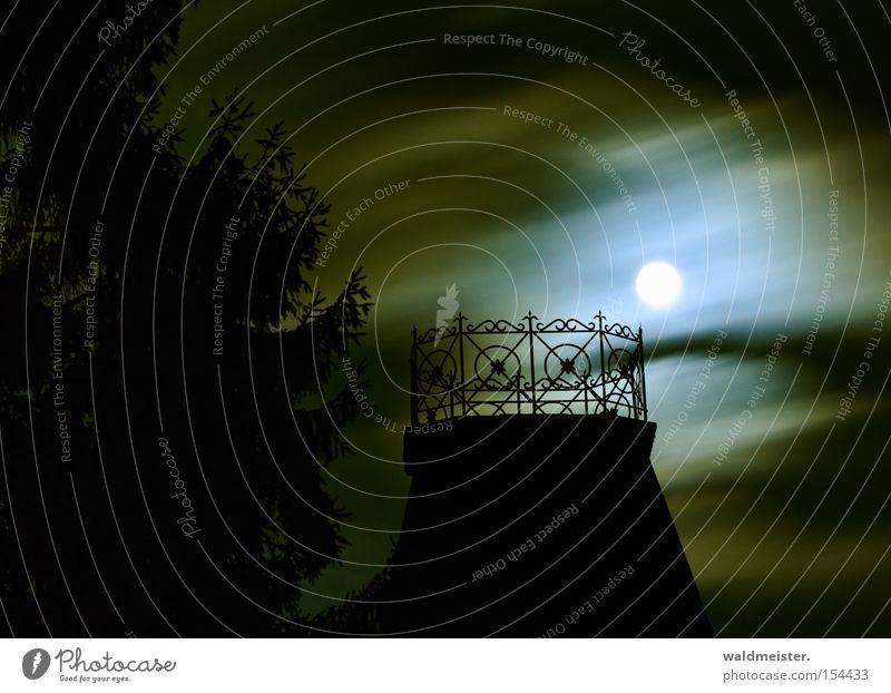 Mondschein Vollmond Wolken Balkon Dach Baum Geländer Nacht Silhouette dunkel Märchen mystisch unheimlich Romantik träumen historisch Langzeitbelichtung
