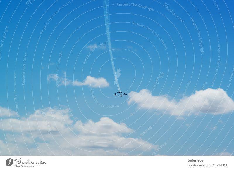 über den Wolken Ausflug Abenteuer Ferne Freiheit Himmel nur Himmel Luftverkehr Flugzeug Propellerflugzeug Sportflugzeug Flughafen fliegen frei Unendlichkeit