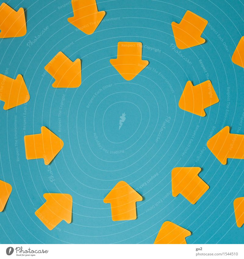 Zielstrebig Business Karriere Erfolg Sitzung sprechen Team Zeichen Pfeil Kommunizieren viele blau orange türkis Kraft Willensstärke Macht Mut Tatkraft Einigkeit