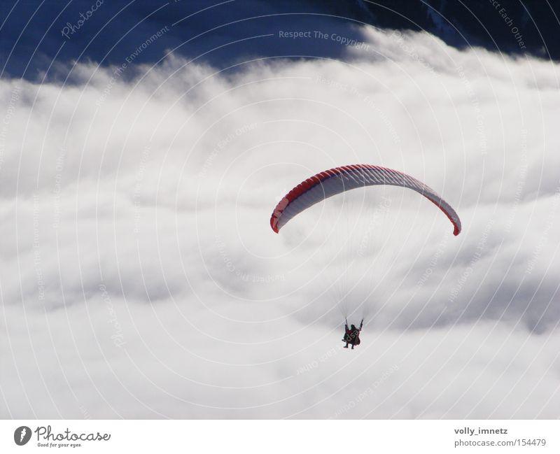Meer aus Wolken Freude Leben Sport springen träumen Freizeit & Hobby fliegen außergewöhnlich lernen Luftverkehr Ziel Unendlichkeit Mut Kontrolle anstrengen