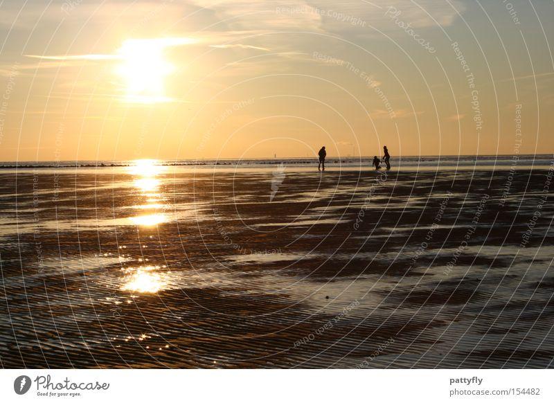 Watt machen die denn da? Sonnenuntergang Licht Meer Nordsee Mensch Familie & Verwandtschaft Spaziergang kalt Reflexion & Spiegelung Schatten Strand Küste