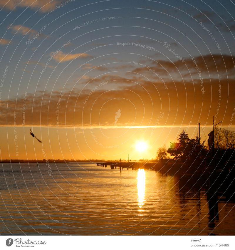 Tagesende Ende Sonne Sonnenuntergang Meer See Romantik Himmel Nacht Sonnenstrahlen Ferien & Urlaub & Reisen Sehnsucht Erholung Wasser Wolken