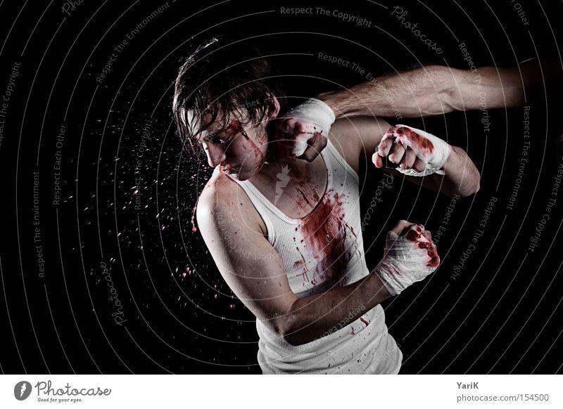 fisted Blut Schweiß spritzen Gesicht kämpfen Kampfsport Boxsport Kickboxen hart Kraft Schlag Züchtigung Faust fight Blutfleck