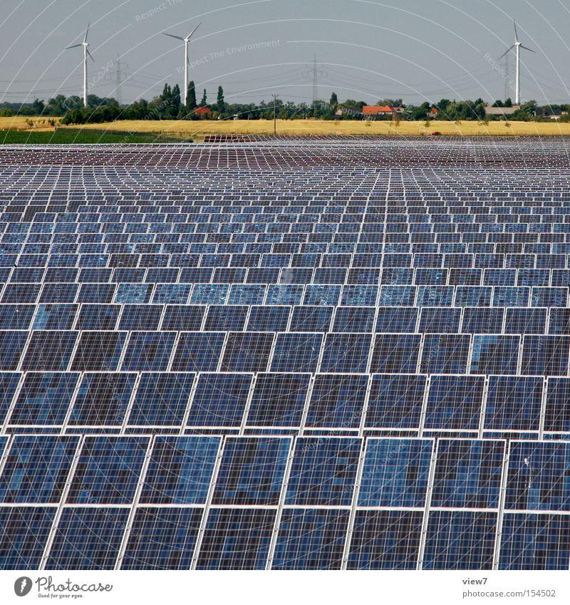Energie Industrie Energiewirtschaft Erneuerbare Energie Sonnenenergie Windkraftanlage Umwelt Landschaft Klima Schönes Wetter Beginn Hoffnung Horizont modern