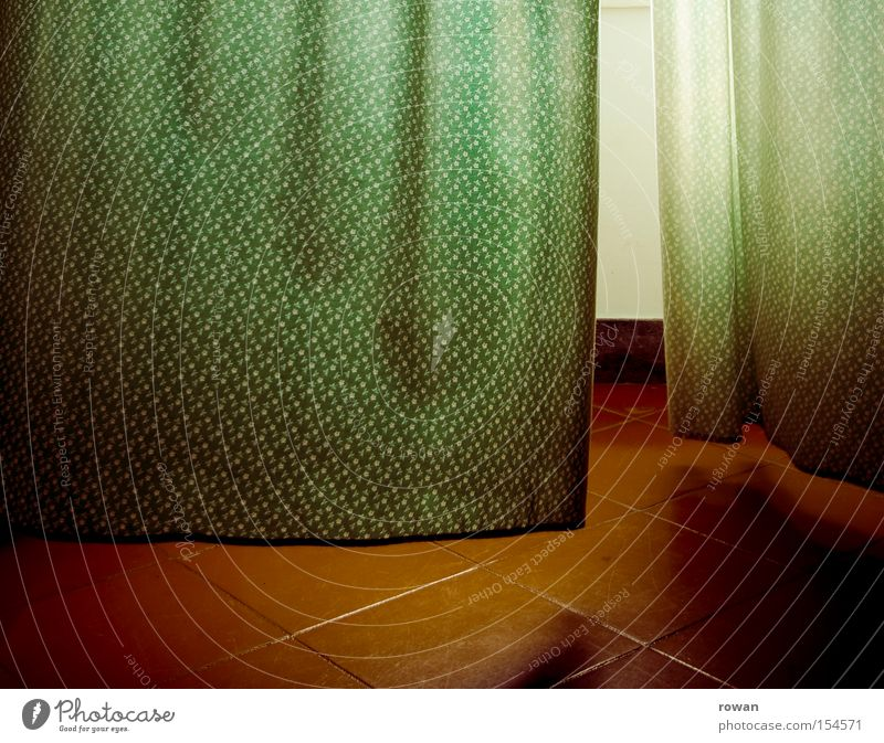 grünrot Vorhang Gardine Stoff Muster Wind Fliesen u. Kacheln Licht Fenster wehen Brise Detailaufnahme