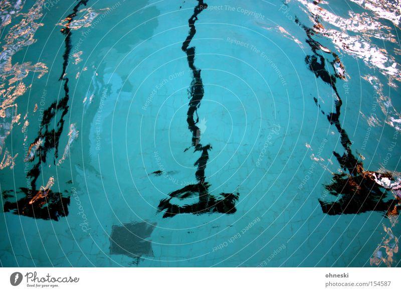 Schwimmbecken Wasser blau Sport Spielen Schwimmbad Schwimmsport Brust Schifffahrt Bahn Wassersport Startblock Freibad