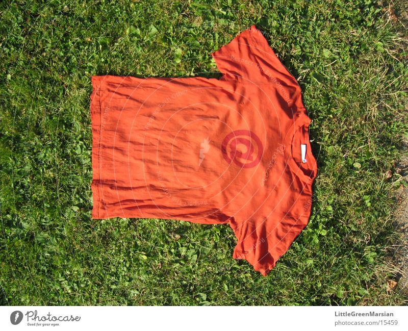@ shirt T-Shirt Wiese Gras Dinge organge @-zeichen