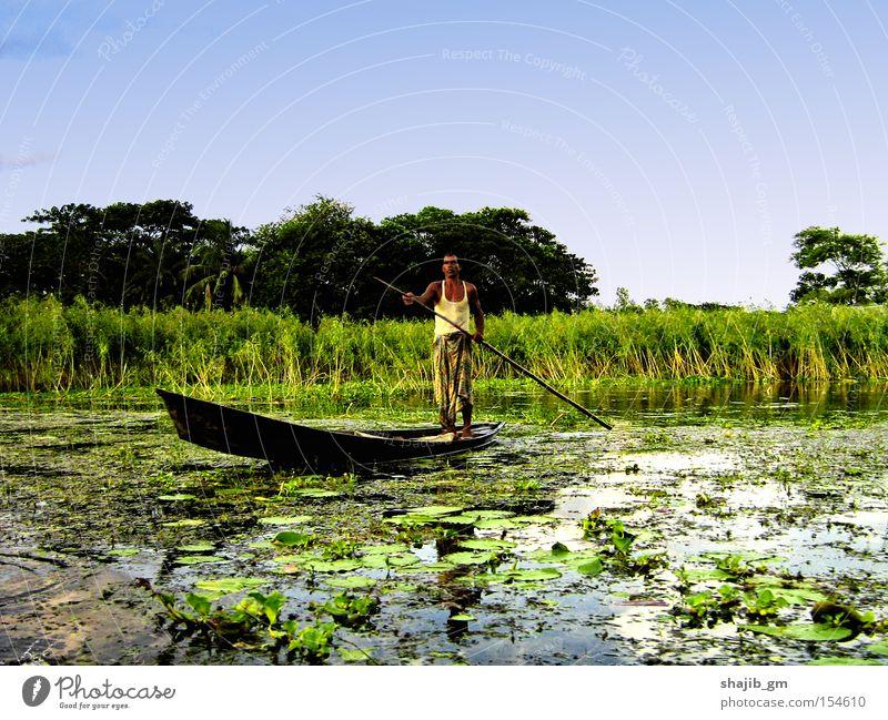 Mann Natur Wasser Himmel grün Wasserfahrzeug Armut Fluss Bach Feuchtgebiete Sumpf Mensch Hürde