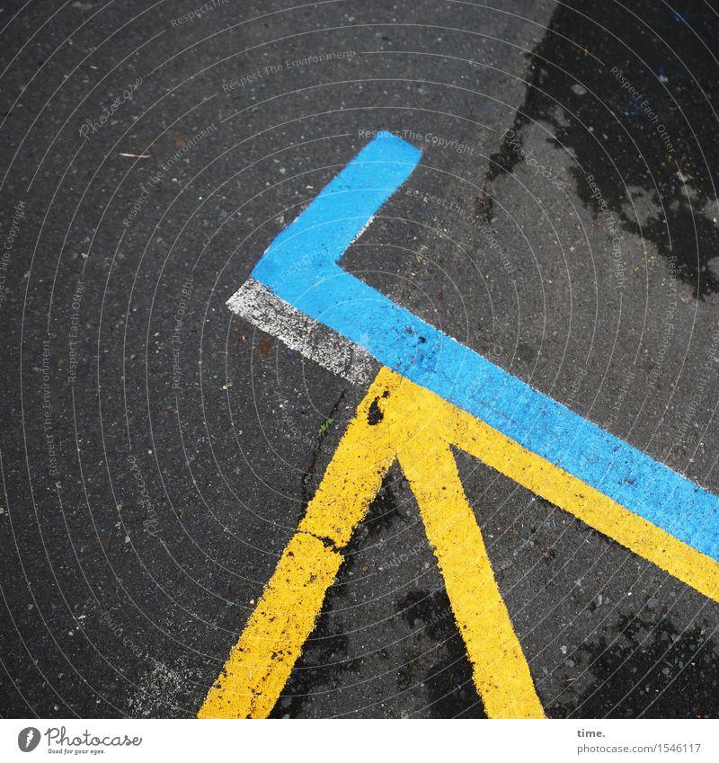 blau machen & Haken dran Verkehr Verkehrswege Straße Wege & Pfade Parkplatz Asphalt Teer Schilder & Markierungen Linie Ecke gelb schwarz ästhetisch