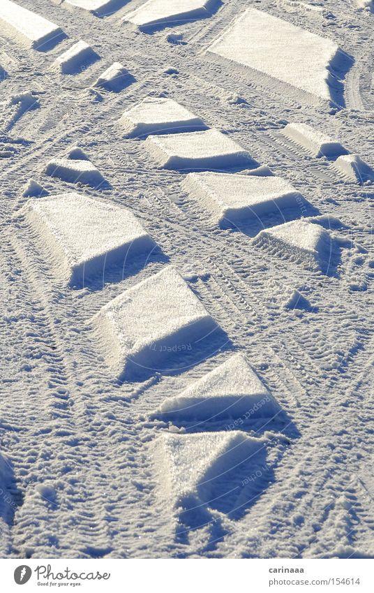 Schneespuren Natur weiß blau Winter kalt Schnee Eis Linie Frost Spuren Schneeflocke