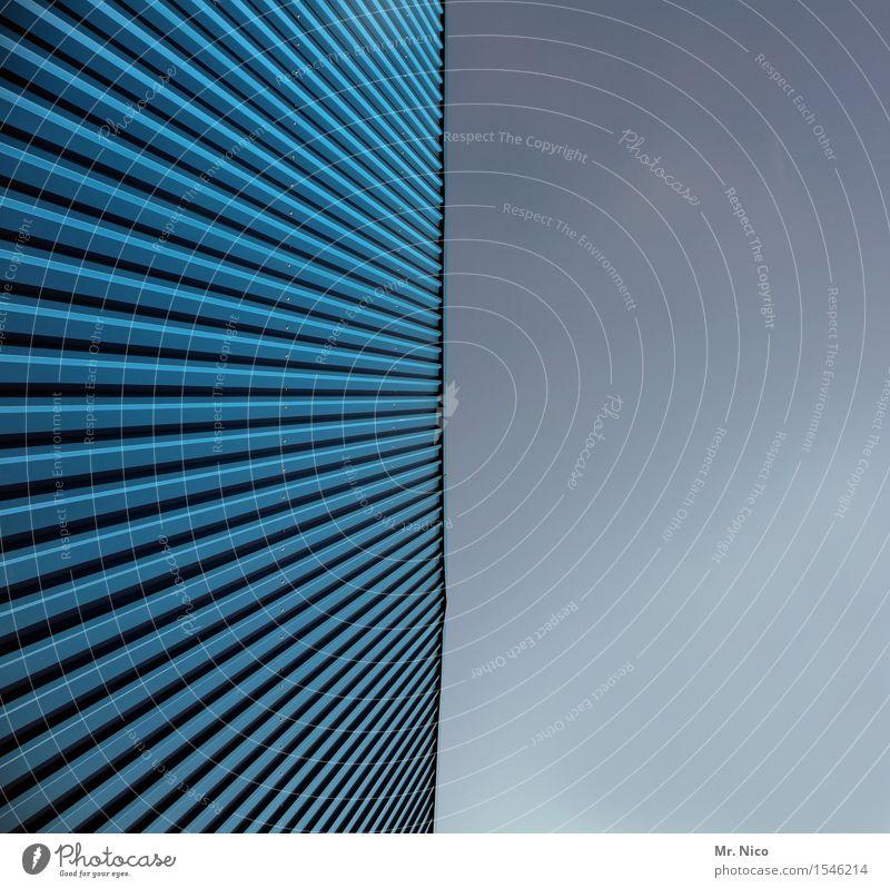 wellblechle Gebäude Architektur Fassade Symmetrie Lamelle Linie Wellblech Wellblechhütte Fassadenverkleidung blau Wellblechwand Strukturen & Formen Design