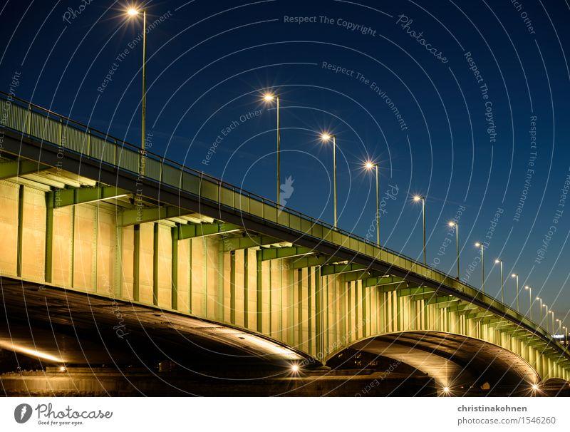 Illuminierte Deutzer Brücke in Köln Stadt blau grün Ferne gelb Straße Bewegung Deutschland leuchten gold ästhetisch Europa Beton Schönes Wetter Hoffnung