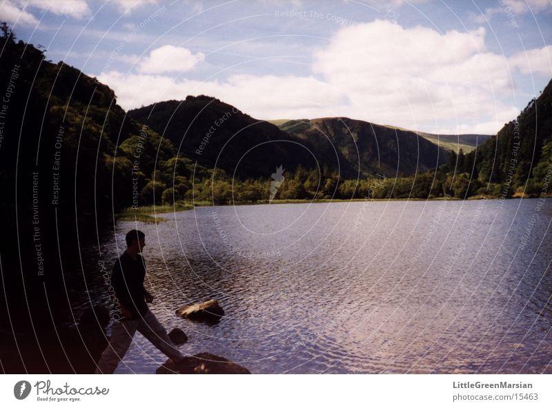 boy and lake grün Wolken See fantastisch Hügel Republik Irland