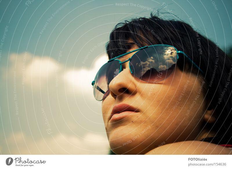 Frühling, ich sehne mich nach dir. Frau Himmel Wolken Erwachsene Gesicht Wärme Denken Stimmung Sonnenbrille Brille Fliegerbrille