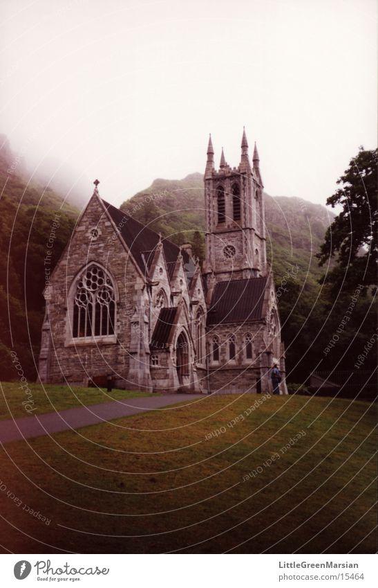 Irish Church Nebel Nieselregen Gras Wald historisch Gotteshäuser Religion & Glaube Republik Irland Grüne Insel Steinbau
