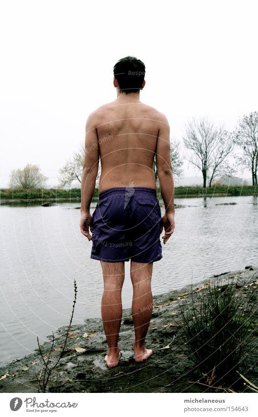 nichtschwimmer Winter Schwäche Blick Mann Schlauch Angst 3°C Rücken haut Rückseite Ufer Horizont Bäume Trau Dich Wagnis