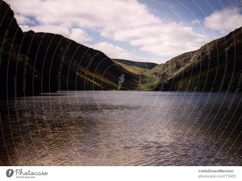 lake See Reflexion & Spiegelung Wolken Hügel grün fantastisch Wasser Republik Irland