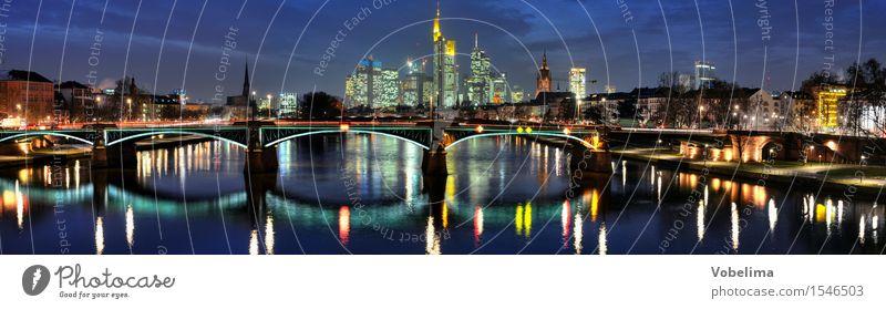 Frankfurt, abends Fluss Stadt Skyline Hochhaus Brücke Bauwerk Gebäude Architektur blau mehrfarbig gelb gold grau grün orange rot schwarz silber