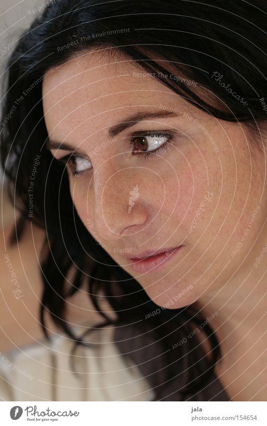 natural Frau Gesicht Auge schön authentisch dunkelhaarig Blick Gedanke Gelassenheit offen Haare & Frisuren Porträt Vertrauen