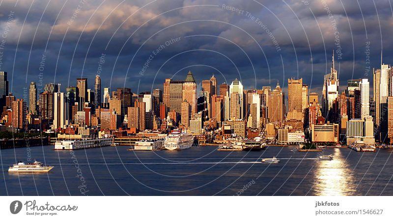 NYC Stadt Wasser Wolken Haus kalt Architektur Gebäude glänzend Wachstum Hochhaus kaufen Bauwerk Hafen Skyline Bankgebäude Wahrzeichen